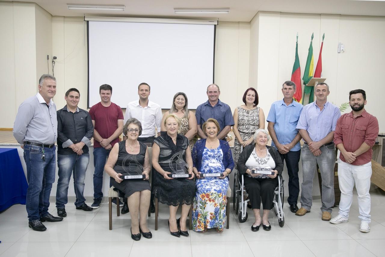 """Legislativo Municipal realiza Sessão Solene """"TROFÉU MULHER CIDADÔ"""
