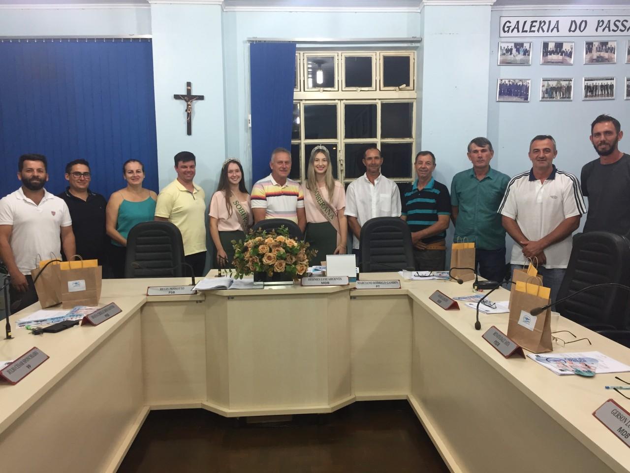 Soberanas da Feira do Peixe 2020 visitam a Câmara Municipal de Vereadores
