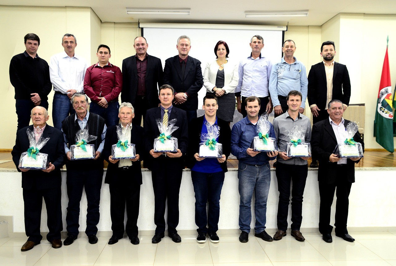 Câmara Municipal de Vereadores de Taquaruçu do Sul, realiza Sessão Solene para entrega de Moções de Aplauso e Reconhecimento.